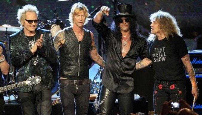 Rokenrola slavas zālē uzņemti RHCP un 'Guns N'Roses'