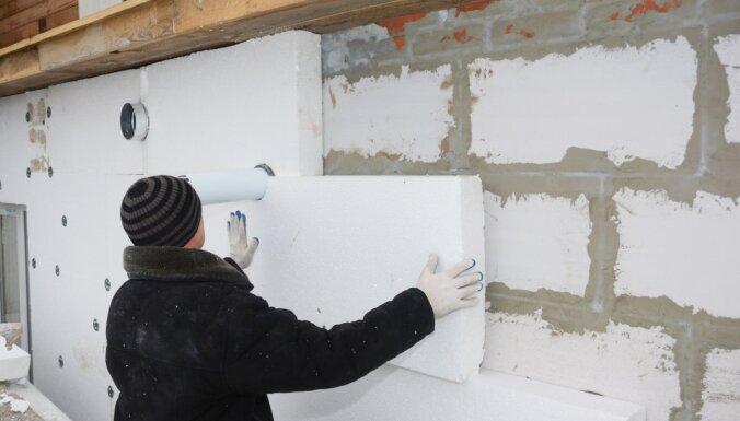 Vāc parakstus, lai aizliegtu dzīvojamo ēku siltināšanu ar putuplastu