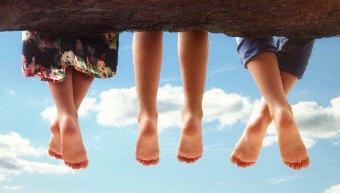 Latvijā ir tikai divi procenti mājsaimniecību, kurās aug trīs un vairāk bērnu