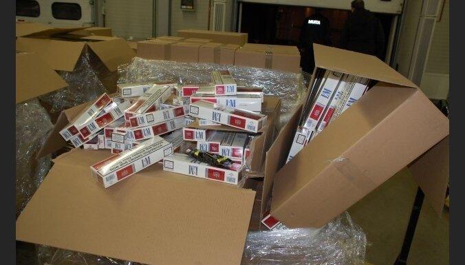Laikraksts: cigarešu kontrabanda Latvijā tiek īstenota ļoti organizēti; iesaistītas robežsardzes amatpersonas