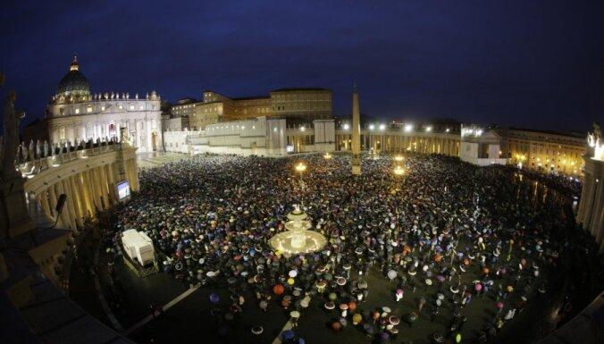 Скандал в Ватикане: 40 священников заказали себе эскорт-услуги для геев