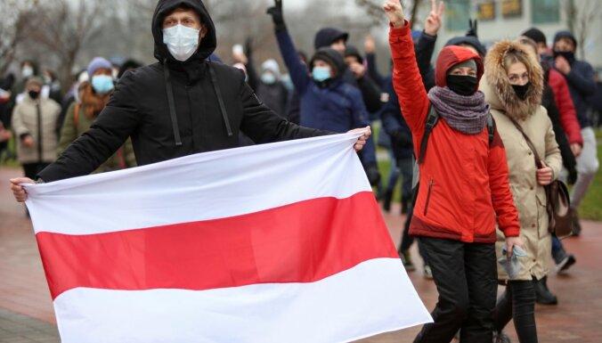 Baltkrievijā nesankcionētās protesta akcijās vairāk nekā 300 aizturēto