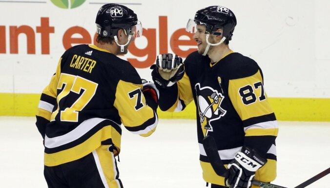 'Penguins' gūst astoņus vārtus pret 'Sabres' un kļūst par divīzijas līderi