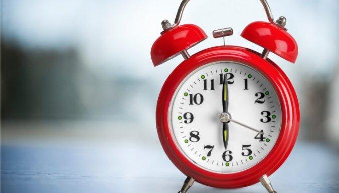 Латвия официально одобрила отмену перевода часов