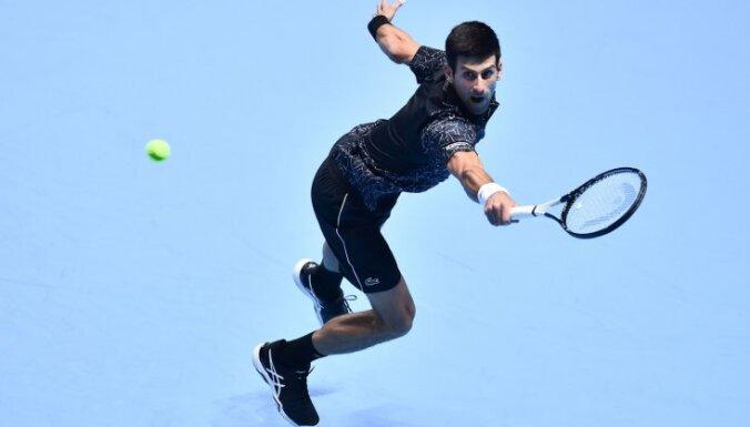 Džokovičs svin pārliecinošu uzvaru arī otrajā ATP sezonas noslēguma turnīra mačā