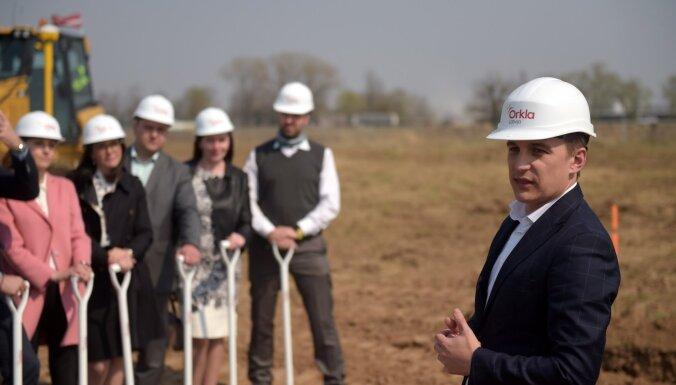 Foto: Uzsākta 'Laimas' ražotnes būvniecība Ādažos