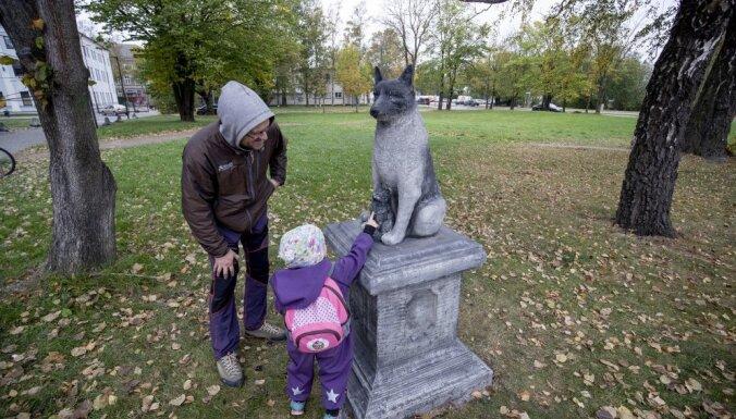 ФОТО. В Таллине установили памятник легендарному бродячему псу Жорику