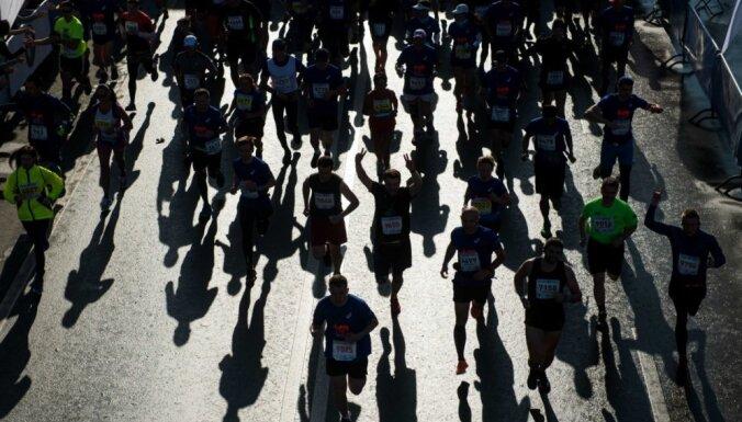 Kenijieši Singapūras maratonā sasniedz unikālu rezultātu — aizņem pirmās 17 vietas