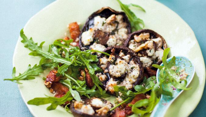 Karstie salāti ar sēnēm un sieru