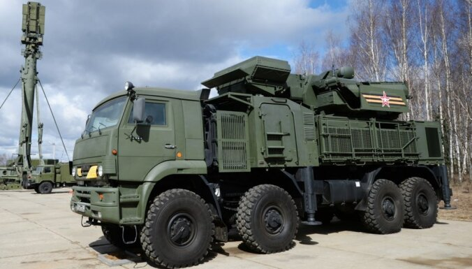 Serbiju satrauc iespējamās ASV sankcijas par ieroču iegādi no Krievijas