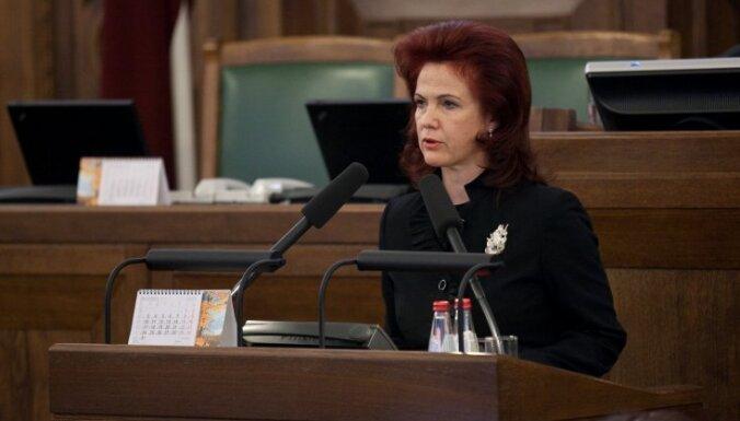 Repšes un Sudrabas partiju veidošana šķels latviešu vēlētājus, sūrojas Āboltiņa