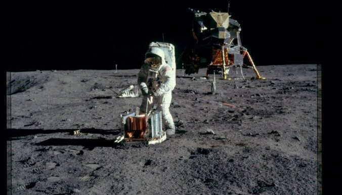 Половина россиян отказалась верить в высадку американцев на Луну