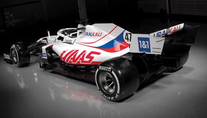 'Haas' F-1 komandas jaunā mašīna Krievijas karoga krāsās