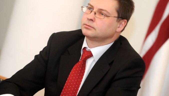 Dombrovskis par eiro: kritērijus izpildām un pievienošanos tagad varam sagandēt tikai paši