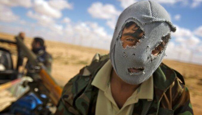 Ливия: повстанцы блокировали здание ЦБ, требуя отставки премьера