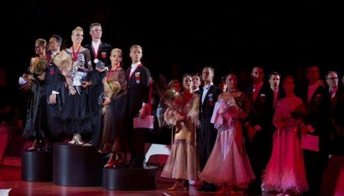 Latvijas deju pāris iekļūst ceturtdaļfinālā pasaules čempionātā standartdejās