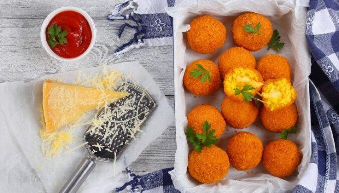 Sicīlijas kulta ēdiens – arančini: kā pagatavot zeltainās rīsu bumbiņas ar sulīgu pildījumu