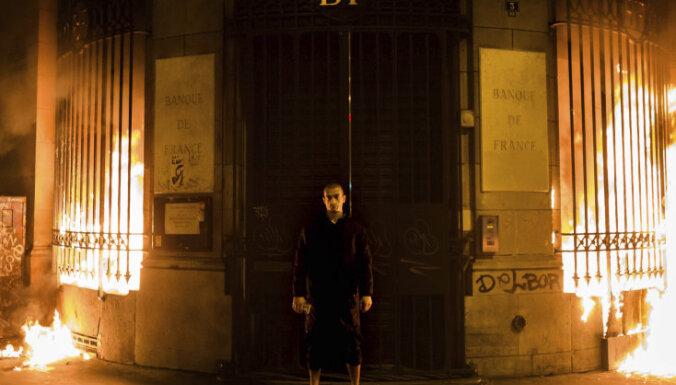 Павленского осудили на три года за поджог Банка Франции