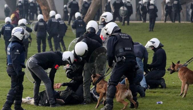 В Брюсселе полиция применила водометы против митингующих за отмену Covid-ограничений