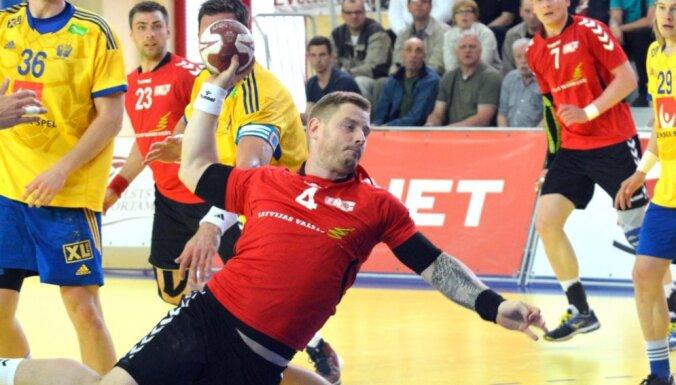 Latvijas handbolisti ar grūtu uzvaru pār Bulgāriju sāk IHF attīstības turnīru