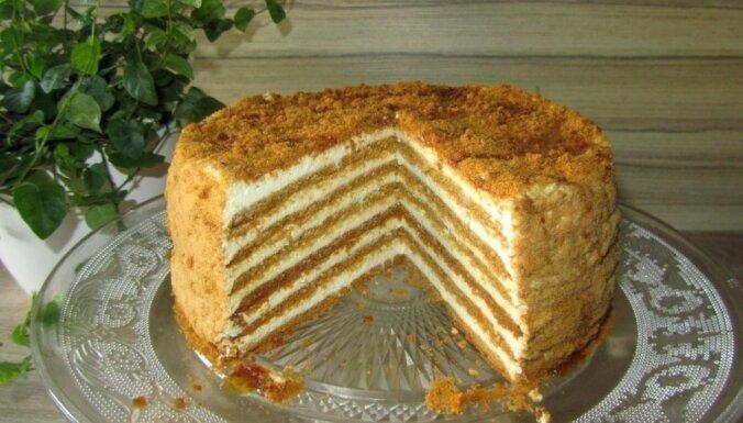 Foto recepte: Medus torte ar biezpiena krēmu kaloriju skaitītājiem