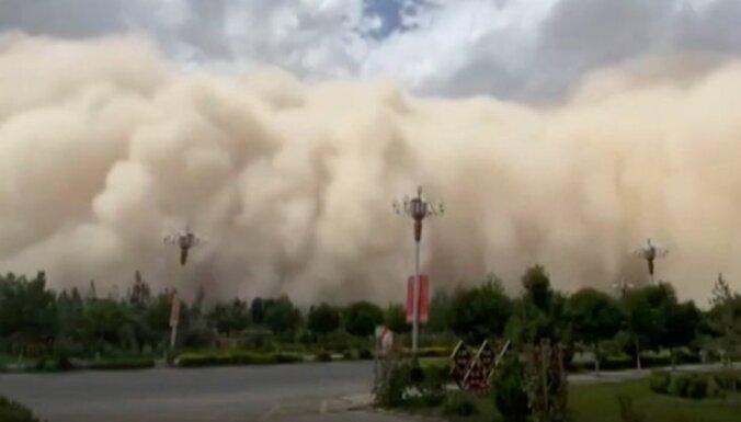 Апокалиптическое ВИДЕО. Песчаная буря накрыла город на северо-западе Китая