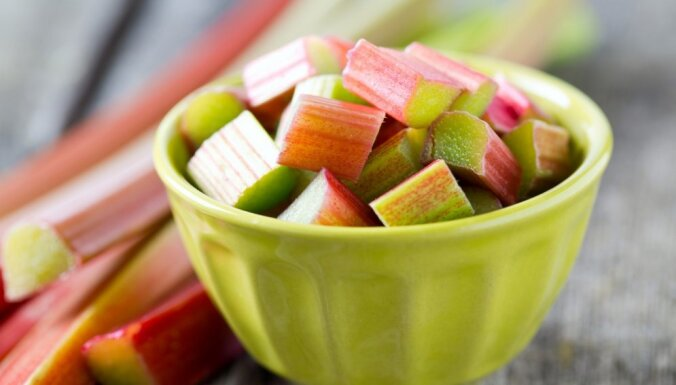Rabarberu laiks: kā pareizi saldēt, lai varētu ēst arī ziemā