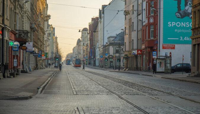 Nākamnedēļ Rīgas ielas attīrīs no smiltīm un putekļiem