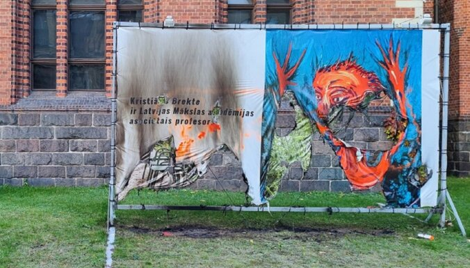 ФОТО: Вандалы подожгли плакат в поддержку художника Бректе