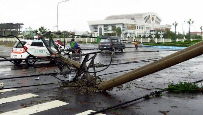 """Число жертв тайфуна """"Дамри"""" во Вьетнаме увеличилось до 49"""