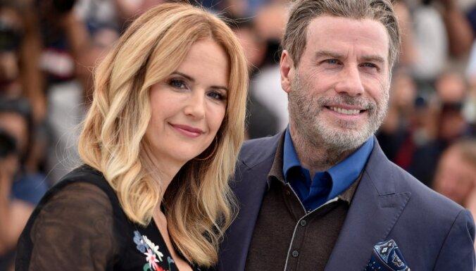 Zvaigznes pauž līdzjūtību Džonam Travoltam, sievu pāragri zaudējot