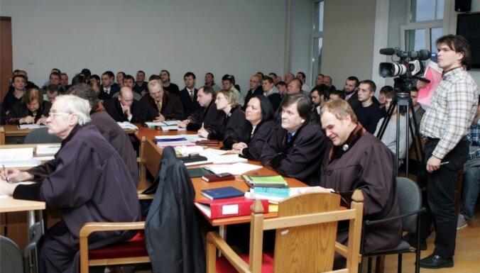 Tiesa sadala apjomīgo 13.janvāra grautiņu lietu trīs procesos; apsūdzētie nemierā