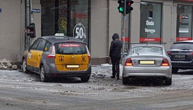 Тревожная тенденция: каждый месяц 250 автоводителей покидают место ДТП