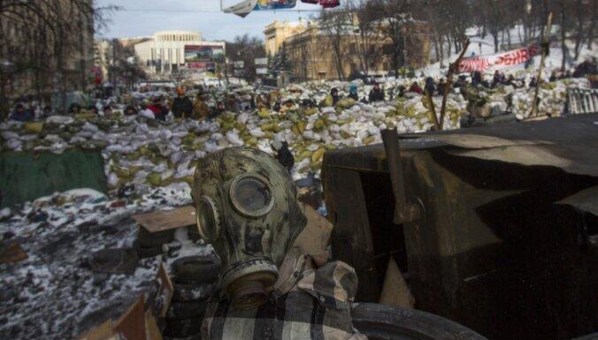 Киев: на Майдане начался разбор баррикад