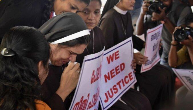 Indijā aizturēts par mūķenes izvarošanu apsūdzēts bīskaps