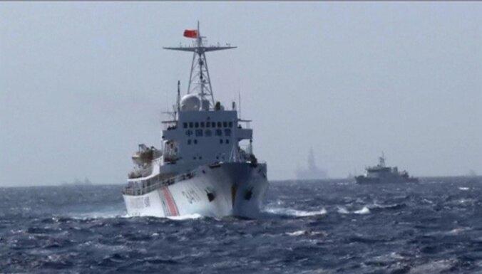 Истребители и корабли Китая сделали предупреждение эсминцу США в Южно-Китайском море