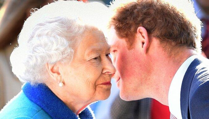 Karalienei Elizabetei bijusi četru stundu tikšanās ar mazdēlu Hariju
