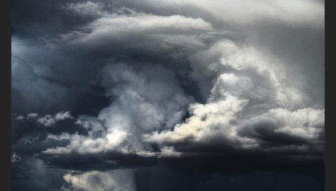 Sinoptiķi: vētra 'Ksintija' Latvijai draudus nerada