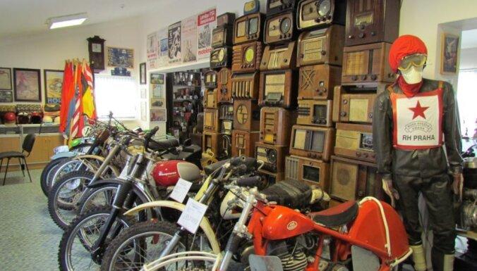 Aicina doties ekskursijā pa Ozolnieku novadu, apskatīt senus motociklus un baudīt ķiploku labumus
