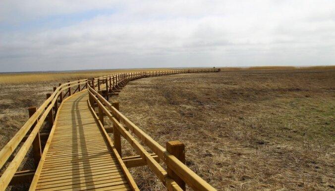 Pa Liepājas ezeru tagad var staigāt kā pa sauszemi