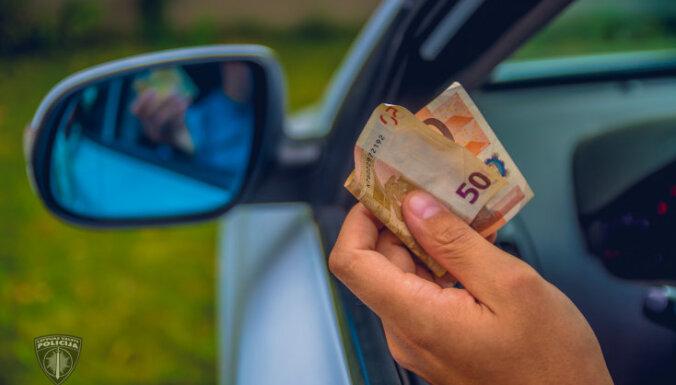 Kokneses pagastā ātruma pārkāpējs ar 50 eiro mēģina piekukuļot policiju
