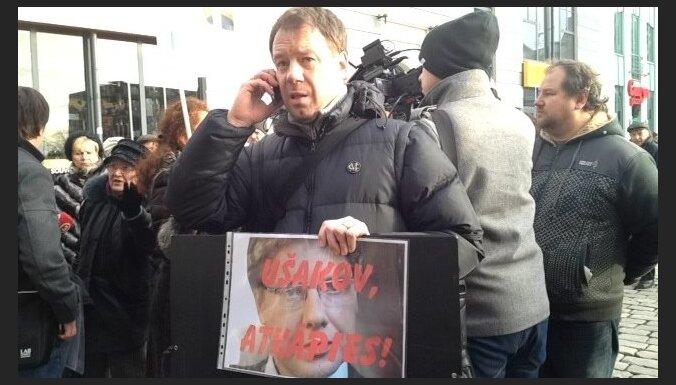 На пикет Скуи пришли несколько человек, сторонников Ушакова было больше