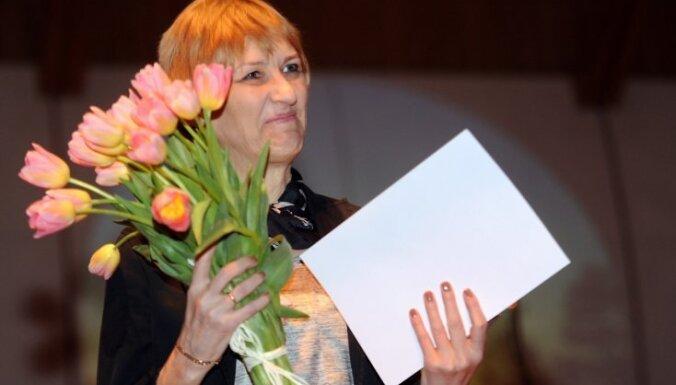 Foto: Paziņoti grāmatu mākslas konkursa 'Zelta ābele' laureāti