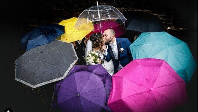В резиновых сапогах и с зонтом в руках. Что важно учесть, если в день свадьбы погода подвела