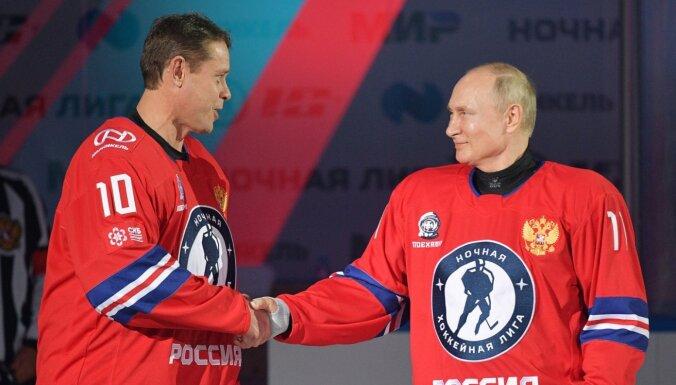 Covid-19: Slavenie hokejisti Fetisovs un Burē sēž izolācijā, lai uzspēlētu ar Putinu