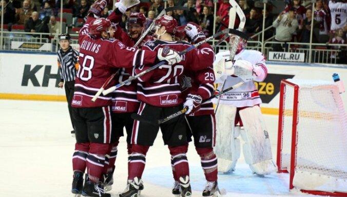 Rīgas 'Dinamo' pagarinājumā uzveic 'Avtomobilist' komandu