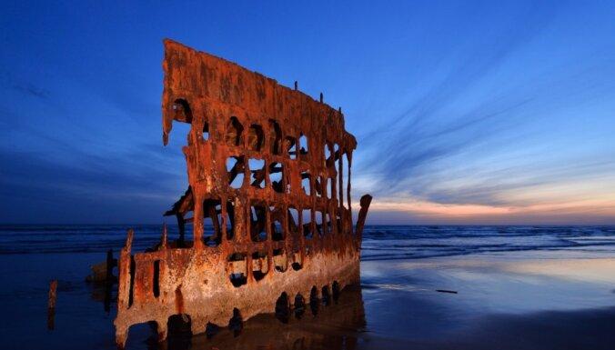 No iespaidīgiem viļņu šķēlējiem līdz skumjām atmiņām: pamesti kuģu vraki un to stāsti