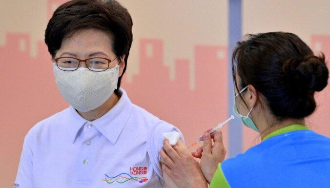 Covid-19: Honkongas līdere sapotēta ar 'Sinovac' vakcīnu uzticamības palielināšanai