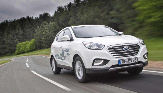 Ūdeņraža 'Hyundai' ar vienu bāku šķērso Skandināviju