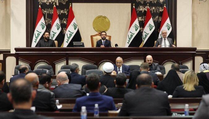 Irākas parlaments pieprasa izvest ASV vadītās koalīcijas spēkus